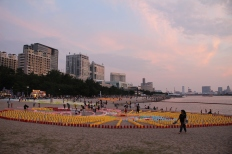 Thousands of lanterns are arranged on the beach